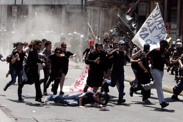 Chaos「Greeks Protest Austerity Cuts In May Day Rallies」:写真・画像(11)[壁紙.com]