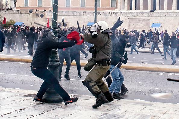 対決「General Strike And Clashes In Athens」:写真・画像(16)[壁紙.com]