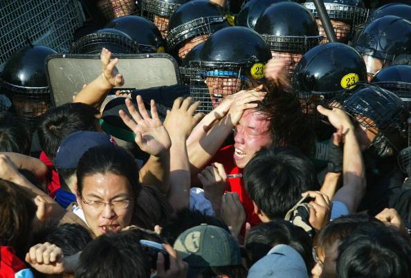 Human Arm「South Korean Protestors Clash With Police As W.E.F Meet」:写真・画像(4)[壁紙.com]
