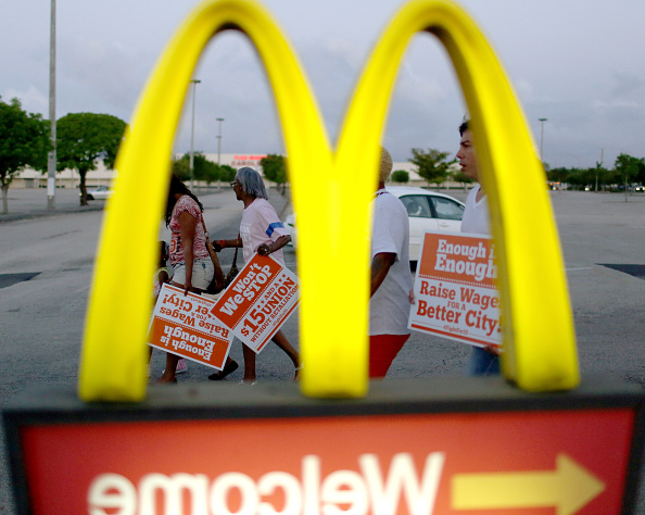 Joe Raedle「Fast Food Workers Stage Nationwide Protests For Higher Wages」:写真・画像(8)[壁紙.com]