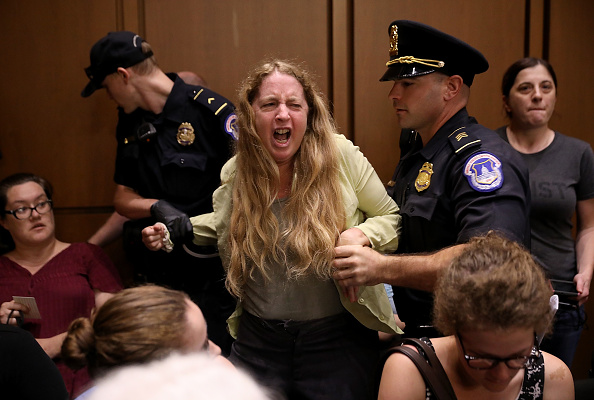 Protestor「Senate Holds Confirmation Hearing For Brett Kavanaugh To Be Supreme Court Justice」:写真・画像(14)[壁紙.com]