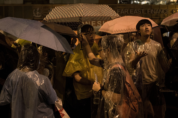 Umbrella「Sit In Protest Continues In Hong Kong Despite Chief Executive's Calls To Withdraw」:写真・画像(17)[壁紙.com]