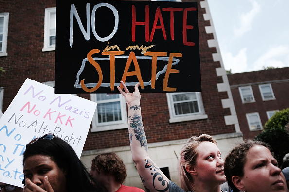 Removing「White Supremacists Rally In Knoxville Draws Counter Protest」:写真・画像(11)[壁紙.com]