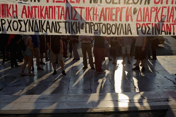 Economy「Greeks Demonstrate After Eurozone Debt Deal」:写真・画像(18)[壁紙.com]