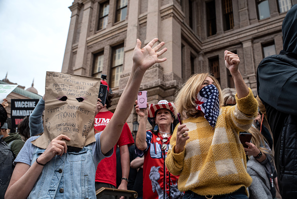 Texas「Demonstrators Protests At Texas State Capitol Against Governor's Stay At Home Order」:写真・画像(8)[壁紙.com]