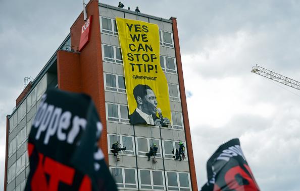 Free Trade Agreement「Anti-TTIP Protests On Eve Of Obama Visit」:写真・画像(6)[壁紙.com]