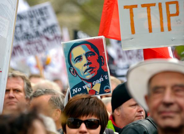 Free Trade Agreement「Anti-TTIP Protests On Eve Of Obama Visit」:写真・画像(3)[壁紙.com]