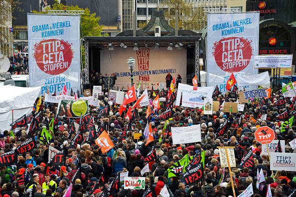 Free Trade Agreement「Anti-TTIP Protests On Eve Of Obama Visit」:写真・画像(5)[壁紙.com]