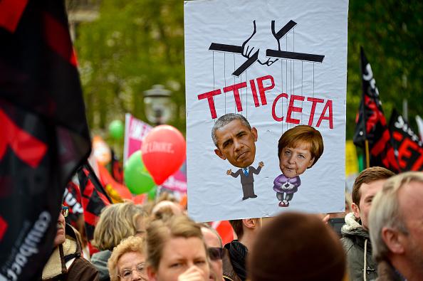 Free Trade Agreement「Anti-TTIP Protests On Eve Of Obama Visit」:写真・画像(0)[壁紙.com]