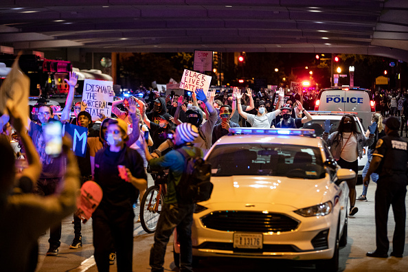 Minnesota「Protesters Demonstrate In D.C. Against Death Of George Floyd By Police Officer In Minneapolis」:写真・画像(14)[壁紙.com]