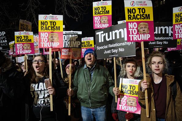 Protestor「Protestors Demonstrate Against President Trump At The American Embassy」:写真・画像(4)[壁紙.com]
