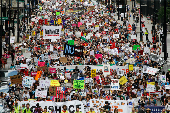 Ice「Thousands In Chicago Protest Planned ICE Arrests Of Undocumented Immigrants」:写真・画像(17)[壁紙.com]