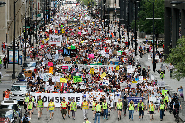 Ice「Thousands In Chicago Protest Planned ICE Arrests Of Undocumented Immigrants」:写真・画像(15)[壁紙.com]