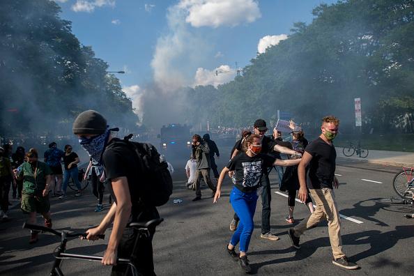 Center City - Philadelphia「Protests Continue In Philadelphia In Response To Death Of George Floyd In Minneapolis」:写真・画像(19)[壁紙.com]