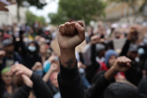 Gesturing「Black Lives Matter Movement Inspires Protest In London」:写真・画像(14)[壁紙.com]