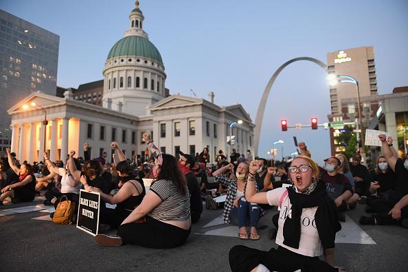 Missouri「Demonstrations Over Death Of George Floyd, Killed In Police Custody In Minneapolis, Erupt In St. Louis」:写真・画像(0)[壁紙.com]