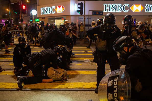 Protestor「Violence Continues During Anti-Extradition Protests In Hong Kong」:写真・画像(16)[壁紙.com]