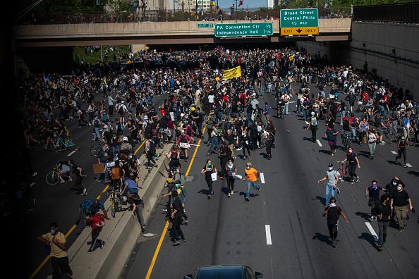 Center City - Philadelphia「Protests Continue In Philadelphia In Response To Death Of George Floyd In Minneapolis」:写真・画像(15)[壁紙.com]