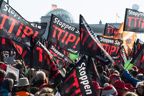 Free Trade Agreement「Thousands Protest TTIP And CETA Trade Accords」:写真・画像(12)[壁紙.com]