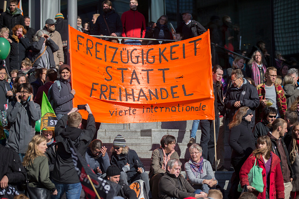 Free Trade Agreement「Thousands Protest TTIP And CETA Trade Accords」:写真・画像(13)[壁紙.com]