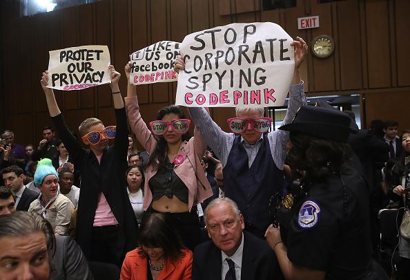 Win McNamee「Facebook CEO Mark Zuckerberg Testifies At Joint Senate Commerce/Judiciary Hearing」:写真・画像(14)[壁紙.com]