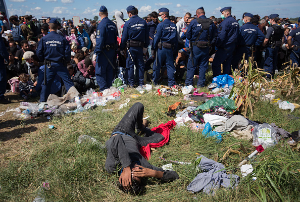 Waiting「Migrants Continue To Arrive In Hungary」:写真・画像(8)[壁紙.com]