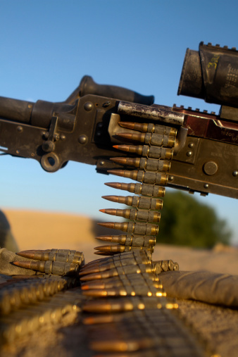 Belt「Kajaki, Afghanistan, June 2, 2012 - Rounds of a M240 machine gun are spread out over a compound roof.」:スマホ壁紙(3)