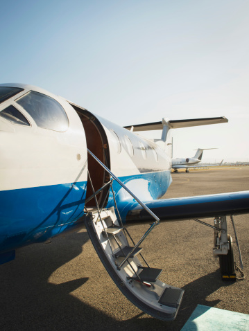 Barefoot「Airplane grounded on runway」:スマホ壁紙(17)