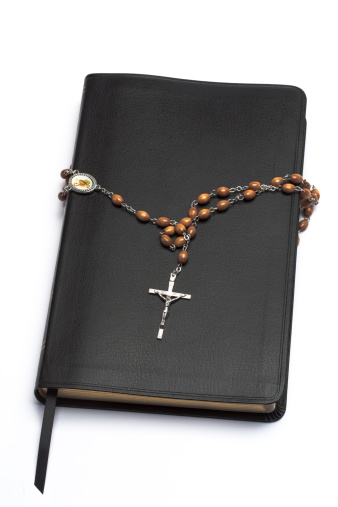 Manuscript「Rosary beads wrapped around the bible」:スマホ壁紙(2)