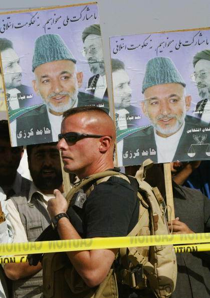 Alertness「Afghan President Hamid Karzai Drums Up Support Before Election」:写真・画像(18)[壁紙.com]