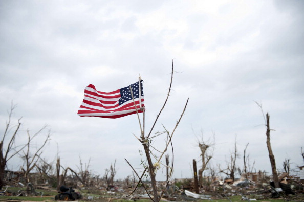 Plant Bark「Over One Hundred Dead As Major Tornado Devastates Joplin, Missouri」:写真・画像(8)[壁紙.com]