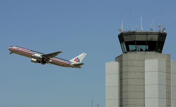 American Airlines「U.S. Raises Air Security Alert To Red For The First Time」:写真・画像(10)[壁紙.com]