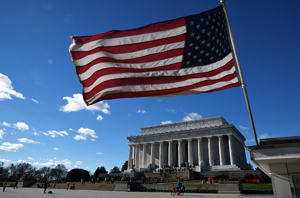Lincoln Memorial「President Trump Remains At The White House As Government Shutdown Begins」:写真・画像(4)[壁紙.com]