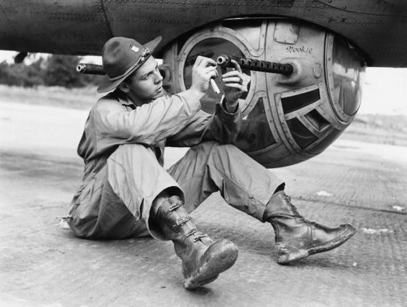 Air Force「Gun Maintenance」:写真・画像(0)[壁紙.com]