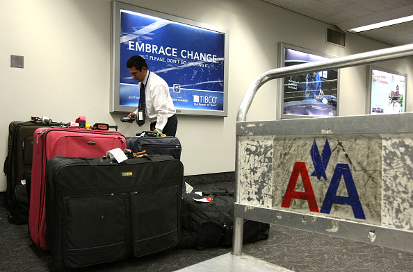 American Airlines「American Cuts Flights, To Charge For First Checked Bag」:写真・画像(11)[壁紙.com]