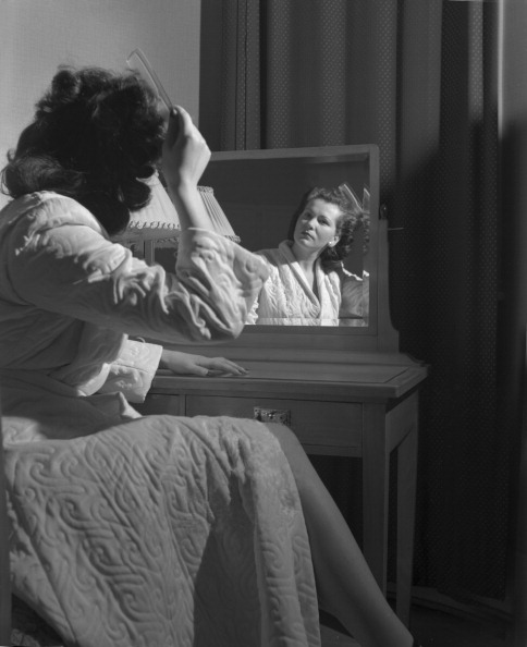 Vaud Canton「Combing Her Hair」:写真・画像(0)[壁紙.com]