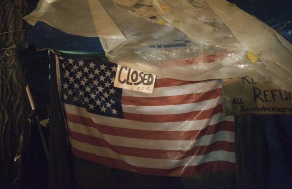 Delayed Sign「Portland's Mayor Orders Occupy Encampment To Shutdown」:写真・画像(1)[壁紙.com]