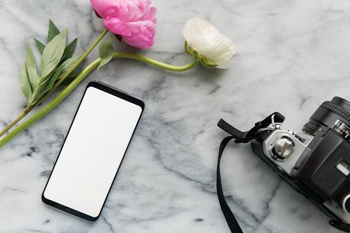 Template「Flowers, smart phone and digital camera」:スマホ壁紙(1)