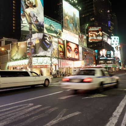 Dividing Line - Road Marking「Police car on the street in times square in new york」:スマホ壁紙(4)
