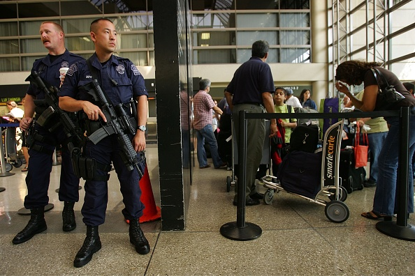 LAX Airport「U.S. Raises Air Security Alert To Red For The First Time」:写真・画像(6)[壁紙.com]