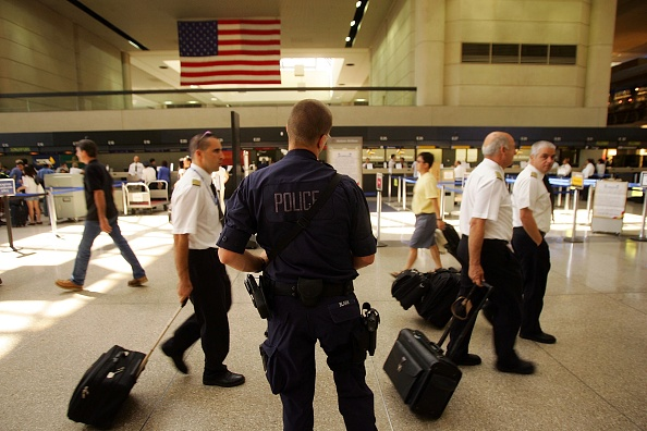 LAX Airport「U.S. Raises Air Security Alert To Red For The First Time」:写真・画像(8)[壁紙.com]
