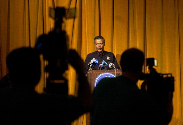 Fort「Police Department Chief Bernard Parks Addresses Television Cameras During A Press」:写真・画像(15)[壁紙.com]