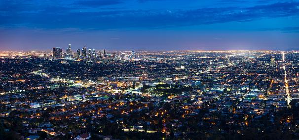 City Of Los Angeles「USA, Los Angeles skyline at night, panorama」:スマホ壁紙(7)