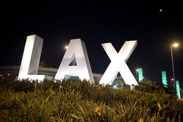 LAX Airport「National Landmarks Illuminated Across U.S. To Shine Light On Ebola Crisis And Show Solidarity With West Africa」:写真・画像(9)[壁紙.com]