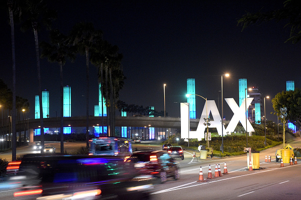 LAX Airport「National Landmarks Illuminated Across U.S. To Shine Light On Ebola Crisis And Show Solidarity With West Africa」:写真・画像(15)[壁紙.com]