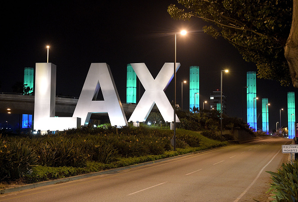 LAX Airport「National Landmarks Illuminated Across U.S. To Shine Light On Ebola Crisis And Show Solidarity With West Africa」:写真・画像(8)[壁紙.com]