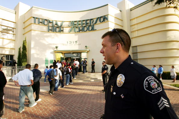 Security「Los Angeles School Tries To Fight Campus Violence」:写真・画像(7)[壁紙.com]