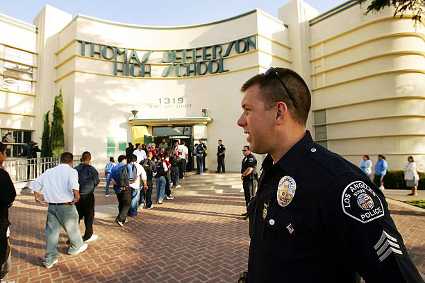 Los Angeles School Tries To Fight Campus Violence:ニュース(壁紙.com)