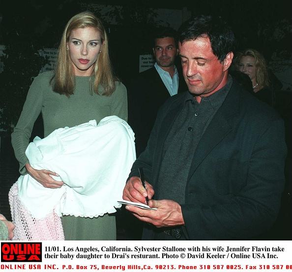 David Keeler「11/01/96 Los Angeles, California. Sylvester Stallone with wife Jennifer Flavin take their baby daugh」:写真・画像(1)[壁紙.com]