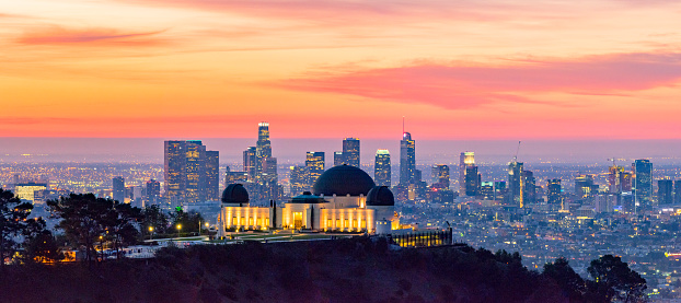 Photography Themes「Los Angeles Skyline at Dawn Panorama and Griffith Park Observatory in the Foreground」:スマホ壁紙(3)